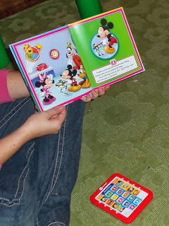 Childrens ME™ Reader & 8 Disney Book Set – Holiday Gift Guide