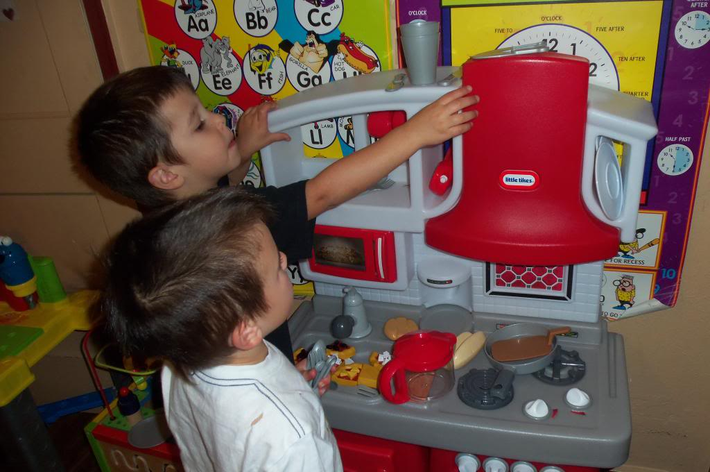 Little Tikes Cook N Grow Kitchen Holiday Gift Guide