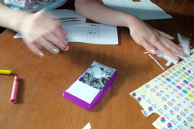 Crafty Cell Phone Play Day – Project for Kids